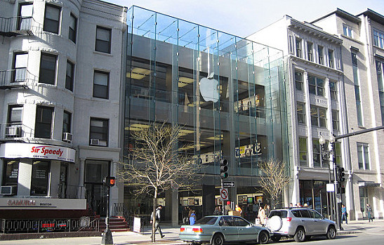 The location serving the new iPhone 5s to tech-hungry Bostonians